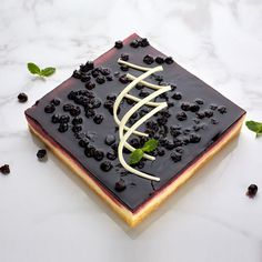 Smoor Chocolates -www.smoorchocolates.com - Order delicious cheese cakes at Rs1546,Smoor presents a creamy New York cheesecake lightly flavoured with vanilla, on a biscuit-crumble base buy cakes online for best price in India.
