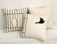 very cool bird pillow idea Diy Pillows, Throw Pillows, Bird Pillow, Bird Cages, Bird Prints, Bird Feathers, Soft Furnishings, Home Deco, Home Accessories