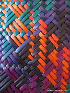 Karmen Thomson - upclose and colourful Flax Weaving, Willow Weaving, Basket Weaving, Maori Patterns, Maori Designs, Maori Art, Kiwiana, Leather Weaving, Weaving Patterns
