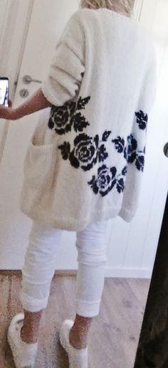 Handknitted, knitted, knit, jacket, roses, rose. Design: Annelise Bjerkely On Facebook: Strikkesida til Annelise. Oppskriften kan også kjøpes på Ravelry. Søk A. Bjerkely. Pattern for sale on Ravelry