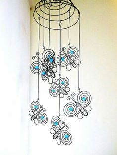 Metal Butterfly Windchime with wires Wire Crafts, Metal Crafts, Wire Wrapped Jewelry, Wire Jewelry, Art Fil, Copper Wire Art, Wire Art Sculpture, Diy Wind Chimes, Wire Flowers