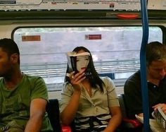 A commuter creates an illusion with the cover of her chosen read, Memoirs Of A Geisha Funny Images, Funny Photos, Photo Illusion, Illusion Art, Forced Perspective, Perspective Pictures, Memoirs Of A Geisha, Perspective Photography, Perfectly Timed Photos