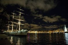 #bay #newyears #luci #nightlights #riflessi #canon #picofthenight #sweden #clouds #bestplace #visiteurope #boat #veliero #hostel  #sailing #picoftheday #igers