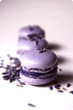 Delicious and beautiful - purple macroons