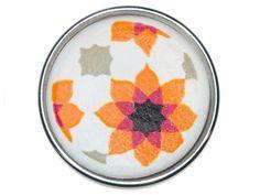 Chunk - Souktile/oranje  Een 'souk' is een Arabische markt. De tegels met bloemschilderingen worden als decoratie gebruikt aan de wanden of tegen het plafond op deze markten.