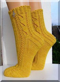 """Ravelry: wolletraum's """"Herbstrauschen im Kornfeld""""-free pattern knit Lace Socks, Crochet Socks, Knit Mittens, Knit Crochet, My Socks, Knit Socks, Lace Knitting, Knitting Socks, Knitting Patterns"""
