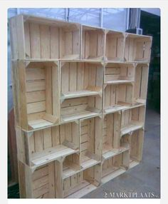 Old Pallet DIY library