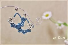 blue tatting earrings - no pattern here, I just like these #chiacchierino #tatting #frivolite