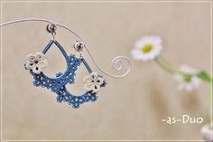 blue tatting earrings - no pattern here, I just like these #chiacchierino #tatting #frivolite