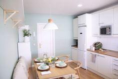 Transforma tu cocina sin obra en 10 pasos – Tavara Muebles Wooden Countertops, Wicker Furniture, Painted Furniture, Herb Planters, Gold Lamps, Wishbone Chair