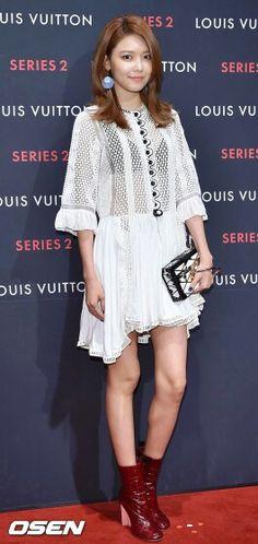 Sooyoung at Louis vuitton event Snsd Fashion, Korean Fashion, Yuri, Sooyoung Snsd, Airport Style, Airport Fashion, 1 Girl, Korean Artist, Bra Straps