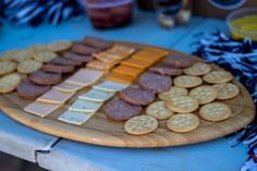 tailgate snacks: meet, cheese and crackers served on a football shaped cutting board Football Brownies, Football Food, Pretzel Factory, Tailgate Food, Veggie Tray, Football Season, Serving Dishes, Chip Cookies