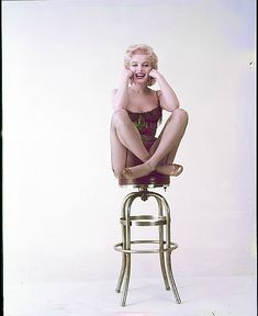 Marilyn in a publicity photo for Bus Stop, Photo by Milton Greene. ★ Marilyn Monroe ♡ Old Hollywood ★ Portrait Studio, Cinema Tv, Milton Greene, Marilyn Monroe Photos, Norma Jeane, Vintage Hollywood, Hollywood Star, Vintage Photos, Hollywood Actresses
