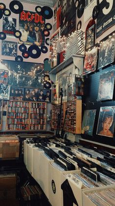 28 Ideas for music vintage vinyl Music Aesthetic, Aesthetic Bedroom, Aesthetic Vintage, Photo Wall Collage, Picture Wall, Photocollage, Retro Wallpaper, My New Room, Aesthetic Pictures