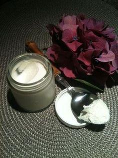 Crème pour les mains. Recette facile et naturelle pour remplacer la crème NOK pendant les randonnées ou la course, ou pour hydrater la peau profondément