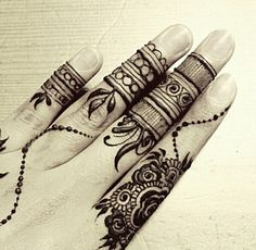 Finger henna design