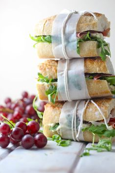 Having a classy beach party? Pop the prosecco and put this Brie, Prosciutto, and Fig Picnic Sandwich on the menu. Grab a fresh baguette, slice it in h. Gourmet Sandwiches, Cold Sandwiches, Healthy Sandwiches, Wedding Sandwiches, Vegan Sandwich Recipes, Sandwiches For Work, Sandwich Au Brie, Baguette Sandwich, Summer Picnic