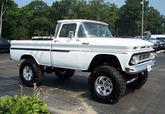 Looks good, I like the lift. Chevy 1963