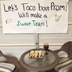 This definitely gave them something to taco 'bout. | 23 Seriously Adorable Prom Proposals Impossible To Say No To