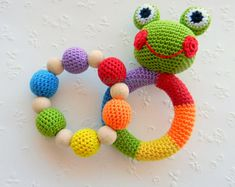 SET aus 2 häkeln Baby-Spielzeug Regenbogen zu greifen und Kinderkrankheiten Spielzeug Frosch gefüllt Spielzeug Geschenk für Baby Mädchen Jungen Baby-Rassel