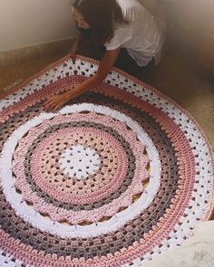 Sweet home : Heegeldatud vaibad Crochet Doily Rug, Crochet Carpet, Crochet Rug Patterns, Crochet Motifs, Crochet Round, Crochet Home, Love Crochet, Crochet Crafts, Crochet Projects