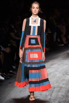 2016春夏プレタポルテコレクション - ヴァレンティノ(VALENTINO)ランウェイ|コレクション(ファッションショー)|VOGUE JAPAN