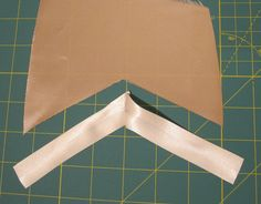 A Few Threads Loose: Bias tape: binding an inverted corner.