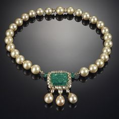 Cultured pearls, central carved emerald and brilliant-cut diamonds necklace GOLDEN BUBBLES