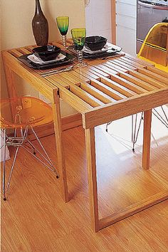 A creative way to make an extendible table.