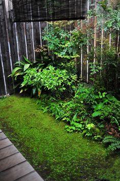 上京歴史探訪館の小庭