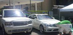 GeoWash servicing a white Range Rover and a white Mercedes Benz