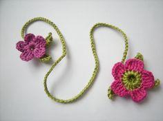 Lesezeichen Blumen gehäkelt von Basic auf DaWanda.com