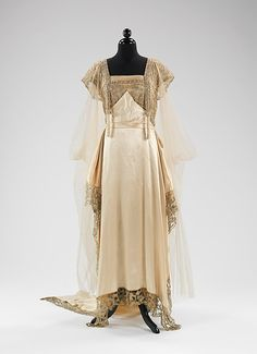 Evening dress Callot Soeurs (French, active Designer: Madame Marie Gerber (French) Date: fall/winter Culture: French Medium: silk, metal, pearl Dimensions: Length at CB: 76 in. 1900s Fashion, Edwardian Fashion, Vintage Fashion, Edwardian Era, Edwardian Dress, Vintage Beauty, Vintage Gowns, Vintage Outfits, Style Édouardien