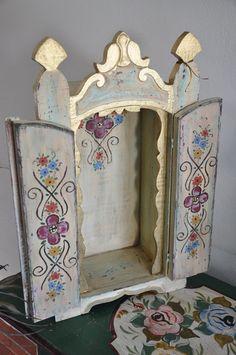 oratórios artesanais - Pesquisa Google Catholic Art, Religious Art, Home Altar, Arte Popular, Assemblage Art, Hand Painted Furniture, Box Art, Shadow Box, Creative Inspiration