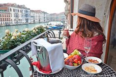 Appetizer with a view in this beautiful hotel in Venice! See more on my blog : wwwblogsoulfashion.com and instagram: simoamorim
