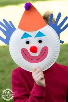 This paper plate clown is a cute and easy craft for circus themed birthday parties or for celebrating a clown show. This paper plate clown is a cute and easy craft for circus themed birthday parties or for celebrating a clown show. Circus Theme Crafts, Circus Crafts Preschool, Circus Activities, Clown Crafts, Carnival Crafts, Activities For Kids, Circus Theme Classroom, Sensory Activities, Summer Crafts For Toddlers