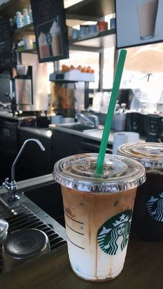 j o r d i✯ The Effective Pictures We Offer You About coffee drink A quality picture can tell you man Bebidas Do Starbucks, Healthy Starbucks Drinks, Starbucks Recipes, Coffee Recipes, Starbucks Secret Menu, Starbucks Coffee, Iced Coffee, Coffee Drinks, Coffee Love