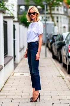 This is another of the white tee outfit ideas that you can be both dressy and casual in. 40 Casual Bomber Jacket Outfits for Winters 'Cause it's Back in Trend' Look Street Style, Street Style Trends, Street Styles, Look Casual, Look Chic, Casual Chic, Classy Chic, Modest Fashion, Fashion Outfits
