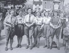 A group of Bedfordshire land girls who joined the crowds celebrating the VE Day radio announcement at in St Paul's Square, Bedford, 8 May 'Victory in Europe [VE] Day' marked the end of the Second World War in Europe. Historical Clothing, Historical Photos, Ww2 Women, Army Women, Victory In Europe Day, Land Girls, Army Girls, Women's Land Army, Europe Fashion