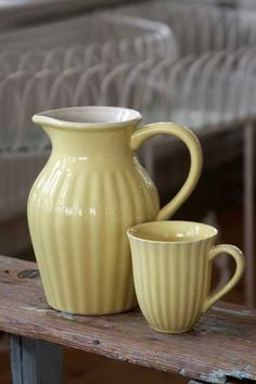 love this pale yellow pottery
