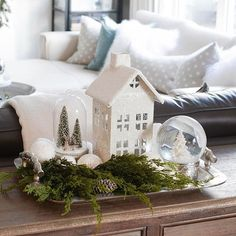 White Christmas Theme Decor Tipps + Ideen (Home Tour Simple White Ch . - Weiße Weihnachten Thema Dekor Tipps + Ideen (Home Tour Einfache White Christmas Home - Christmas Table Decorations, Christmas Themes, Christmas Crafts, Holiday Decor, Winter Decorations, Homemade Christmas, Vintage Christmas Decorating, Coffee Table Christmas Decor, Christmas Cookies