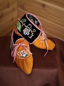 Moccasins-woodland-ojibwe-beaded Aunty Jeanette Skead makes this style.