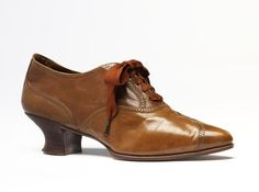 1910, England - Pair of shoes by Hook, Knowles & Co - Leather, wood, silk
