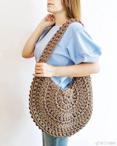 Crochet Bag / Simple And Beautiful Croch Beautiful - Diy Crafts - Marecipe Crochet Tote, Crochet Handbags, Crochet Purses, Crochet Stitches, Free Crochet, Knit Crochet, Crochet Patterns, Easy Crochet, Knit Rug