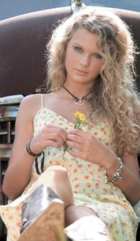 Country star Taylor Swift in an early shoot Taylor Swift 2006, Taylor Alison Swift, Fake Country Girls, Cowgirl Secrets, Taylor Swift Pictures, Dressed To Kill, Messy Hairstyles, Second Skin, Fashion Photo