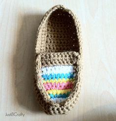 Crochet Tribal Moccasin Tutorial - Just Be Crafty Diy Crochet Projects, Crochet Crafts, Crochet Sandals, Crochet Slippers, Crochet Slipper Pattern, Crochet Patterns, Stitch Patterns, Knitting Patterns, All Free Crochet