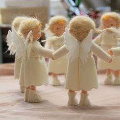 Christmas Swags, Felt Christmas, Christmas Angels, Christmas Projects, Waldorf Crafts, Waldorf Dolls, Tiny Dolls, Soft Dolls, Felt Fairy