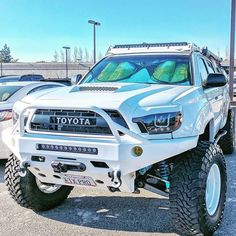 Save by Hermie Toyota Tacoma Off Road, Toyota Tundra Lifted, Toyota Tacoma Trd, Toyota 4x4, Toyota Trucks, Toyota Cars, Toyota 4runner, Pickup Trucks, Accessoires 4x4