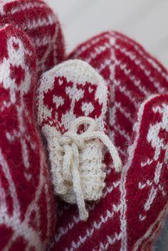 Ravelry: Tommelise pattern by Frida Engeset
