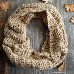 A simple and quick crochet pattern for a beautiful infinity scarf. freebie, thanks so xox ☆ ★   https://www.pinterest.com/peacefuldoves/